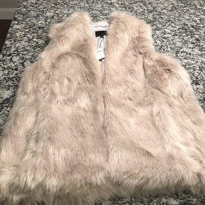 NWT Banana Republic Women's XL Taupe Faux Fur Vest